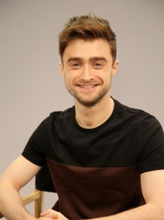 Daniel Radcliffe Name Codes of Girls from 1993 : R. - Daniel Radcliffe Name Codes of Girls from 1993 : R. and so on… Hey what is wr - Daniel Radcliffe Harry Potter, Draco Harry Potter, Harry Potter Images, Harry James Potter, Hermione, Girls, Boys, Cute Actors, Celebs