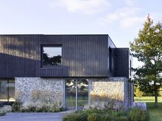 Oak Lane House in Rural Suffolk / Cassion Castle Architects Modern Architecture Design, Vernacular Architecture, Minimalist Architecture, Residential Architecture, Modern Buildings, House Architecture, Modern Barn House, Modern House Design, Suffolk House