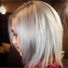 Amazing color by @hairbyshandel #silverhair #sosilver #solight #beautiful #amazing #hair #pravana