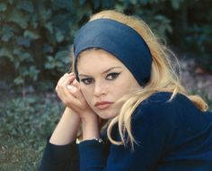A Brief History of French Girl Hair: From Marie Antoinette's Pouf to Lou Doillon's Easy Waves – Vogue