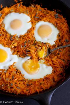 Sweet Potato Hash with Baked Eggs - whip up this healthy sweet potato hash with baked eggs for brunch or an easy Meatless Monday meal. It's tasty and chockfull of vitamins and minerals Egg Recipes, Brunch Recipes, Breakfast Recipes, Cooking Recipes, Cooking Joy, Vegetarian Recipes, Healthy Recipes, Vegetarian Eggs, Detox Recipes