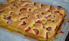 Pastry with yoghurt and strawberries / Yogurt and fruit cake Baking Recipes, Cake Recipes, Dessert Recipes, Romanian Food, No Cook Desserts, Bakery, Deserts, Good Food, Food And Drink