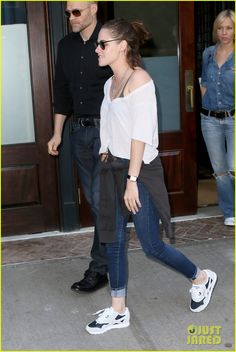 Kristen Stewart Can t Stop Smiling in New York City d8c5e38c4f