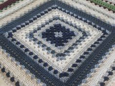 *Free Crochet Pattern:  Giant Granny Square by Daria Nassiboulina