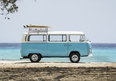 Betty is a beautiful Curaçao based vintage VW-bus. You can book her for your event/wedding as a prop, fotobooth, transport or take a private island tour! Vintage Volkswagen Bus, Vw T1, Volkswagen Golf, Vans Vw, Bus Art, Retro, Beach Cars, Combi Vw, Vw Camper