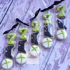 xbox decoracion Mini Xbox cookie favors sorry about the bad photo Custom mini Xbox controller cutter from cookiecutterkingdom . Our favorite company! Xbox Party, Game Truck Party, Party Games, 10th Birthday Parties, Birthday Games, Birthday Bash, Birthday Ideas, Video Game Party, Minis