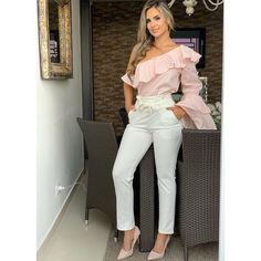 La imagen puede contener: 1 persona, de pie Girl Fashion, Fashion Dresses, Womens Fashion, Classy Outfits, Casual Outfits, Short Kurti Designs, My Style, Jeans, Sleeves