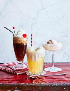 3 boozy ice-cream floats (plus: how-to video) Our top 3 ice cream float recipes. Try our boozy ice cream float ideas, a quick and easy dessert idea using ice cream, booze and fun ice cream toppings. Best Vanilla Ice Cream, Diy Ice Cream, Ice Cream Party, Ice Lolly Recipes, Sundae Recipes, All You Need Is, Chocolate Brownie Ice Cream, Bbq Desserts, Delicious Desserts