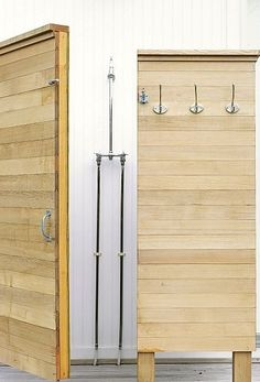 You have probably seen outdoor shower enclosures and have dreamt of having one in your own backyard; it is really easy to make one as long as you have the right materials for the shower design. Since outdoor shower enclosures Outdoor Living Rooms, Outdoor Spaces, Indoor Outdoor, Outdoor Decor, Outdoor Bars, Living Spaces, Outside Showers, Outdoor Showers, Outdoor Bathrooms