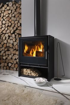 Feeling the Hygge: A Toasty Guide To Wood Burning Stoves (my scandinavian home) – Freestanding fireplace wood burning Log Burning Stoves, Wood Burning Fires, Hygge, Contemporary Wood Burning Stoves, Etta Jones, Inset Stoves, Multi Fuel Stove, Freestanding Fireplace, Log Burner