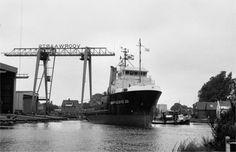 September 1983 bij de bouwwerf na tewaterlating  SMIT-LLOYD 32  http://vervlogentijden.blogspot.nl/2016/08/elke-dag-een-nederlands-schip-uit-het_26.html
