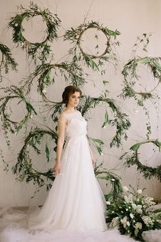 Which bride does not want a outdoor wedding and clear, sunny and open weather? Burgundy And Grey Wedding, Sage Green Wedding, Wedding Wall Decorations, Decor Wedding, Wedding Ideas, Calla, Wedding Flowers, Dress Wedding, Bridal Photoshoot