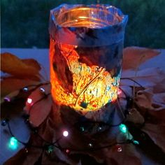 This glowing luminary is a creative use for leftover crayons. Made from leaves and melted crayons, this luminary is a great way to get kids to mix nature and their favorite drawing tools. Easy Fall Crafts, Diy Crafts For Kids, Easy Crafts, Craft Ideas, Spring Crafts, Crayon Crafts, Crayon Art, Fall Lanterns, Outdoor Crafts