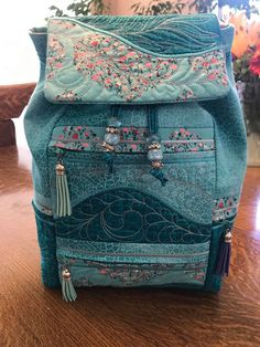 Machine Embroidery Projects, Embroidery Art, Cowgirl Belts, Tote Backpack, Beautiful Handbags, Designer Backpacks, Purses And Bags, Diaper Bag, Side Panels