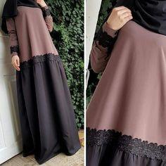 No photo description available. Moslem Fashion, Niqab Fashion, Modest Fashion, Fashion Outfits, Mode Ootd, Mode Abaya, Modele Hijab, Abaya Designs, Muslim Dress