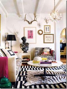 rug with black and white  stripe / tapete listrado preto e branco