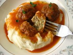 Home Cooking In Montana: Romanian Chiftelute Marinate. Chicken Meatballs in a light tomato gravy. Scottish Recipes, Turkish Recipes, Ethnic Recipes, New Recipes, Favorite Recipes, Healthy Recipes, Healthy Food, Romanian Food, Romanian Recipes
