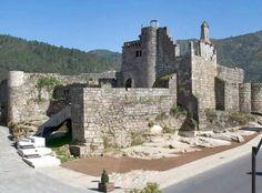 CASTLES OF SPAIN - Castillo de Ribadavia o de los Condes Sarmiento, Orense, Galicia. Su construcción data de la segunda mitad del sigo XV. Dícese que este castillo fue cedido conjuntamente con el señorío por Enrique II, a D. Pedro Ruiz Sarmiento, conde que fue después de Ribadavia (perdiendo la villa de Ribadavia su condición de realenga, es decir de depender directamente de la corona, pasando a ser señorío del conde).