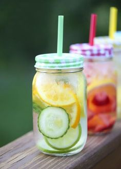 Infused Water Recipes Fruit infused DETOX water on + an easy recipe for making a variety of delicious fruit infused waters!Fruit infused DETOX water on + an easy recipe for making a variety of delicious fruit infused waters! Infused Water Recipes, Fruit Infused Water, Fruit Water, Infused Waters, Flavored Waters, Fresh Fruit, Yummy Drinks, Healthy Drinks, Healthy Recipes