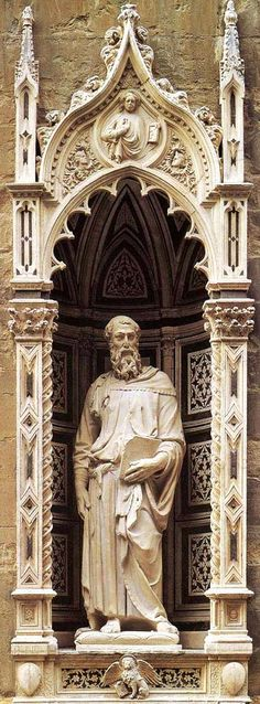 St Mark. Donatello. 1413. 236 cm height. Marble. Church of Orsanmichele. Florence.