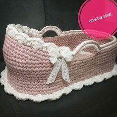 Heman teslim portbebe kendim yaptım diye söylemiyorum ama çok tatlı oldu. . . #ташкентхендмейд#reklamvetakip1#tren5678 Crochet Chart, Free Crochet, Knit Crochet, Baby Doll Bed, Baby Dolls, Baby Sewing Projects, Crochet Projects, Moise, Baby Baskets