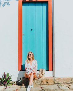 Cada esquina uma história. Cada portinha uma fotoca! 😂 ⠀ #stheParaty #bourbonfestivalparaty #sheisnotlost #dametraveler #wearetravelgirls… Summer Pictures, Beach Pictures, Senior Pictures, Cute Pictures, Cool Photos, Shots Ideas, Fun Shots, Travel Pictures Poses, Ariana Grande Outfits