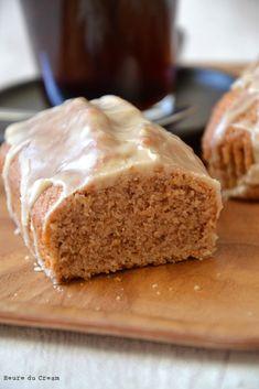 Ce cake aux noix et café n'est autre qu'une réinterprétation d'une recette de Pâques, le lammele aux amandes. Comme le visuel avait l'air de bien plaire...