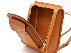 HERZ streamlined backpack opening as trunk