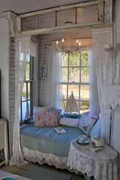 Aiken House & Gardens Shabby Chic Bedrooms, Shabby Chic Cottage, Shabby Chic Homes, Shabby Chic Decor, Shabby Chic Porch, Romantic Bedrooms, Small Bedrooms, Rose Cottage, Guest Bedrooms