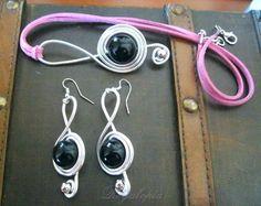 """Necklace & Earrings """"Treble clef"""" / Colgante y pendientes clave de sol #Music #Musica https://www.etsy.com/es/listing/126988274/colgante-y-pendientes-clave-de-sol"""