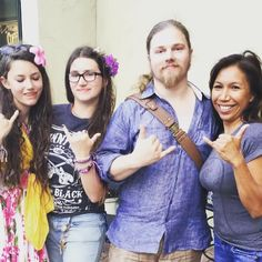 """Alaskan Bush People June 2016 """"Honolulu  """" Wow, they take nice vacations! Wonder if this will be on the show? """" I wish I could be there! """" Where's Bam?"""
