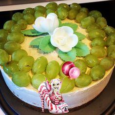 #bavarois #muscat #raisins #raisinmuscat #mousse #moussebavaroise #gelée #geleemuscat #chantilly #chantillymascarpone #homemade #homemadefood #homemadecooking #instafood #dessert #patisserie #douceursucrees Muscat, Honeydew, Raisin, Dessert, Fruit, Food, Mascarpone, Gentleness, Recipe