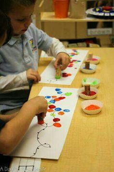 christmas activities for kids crafts Activities to practice patterns in your kindergarten classroom Kids Crafts, Toddler Crafts, Preschool Crafts, Classroom Crafts, Fun Classroom Activities, Preschool Winter, Hand Crafts, July Crafts, Classroom Ideas