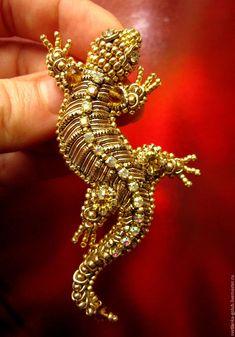 Купить Вышитая брошь ящерка - золотой, вышитая брошь, ящерица, ящерка, ящер, дракон, саламандра