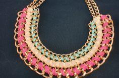 collar de cadenas,con tonos pastel para esta primavera