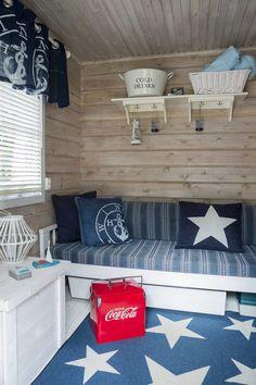 Saunakamarin seinät lakattiin, lattia maalattiin valkoiseksi. Varastosta… Decor, Toy Chest, Furniture, Home, Storage Chest, Storage, Home Decor