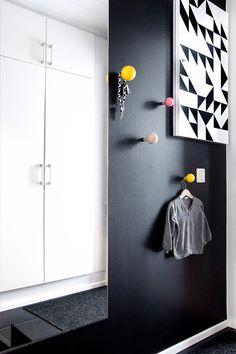 721571fb2747 Meuble Noir, Idee Deco Interieur, Entrée Maison, Minimalisme, Parement Mural,  Portes