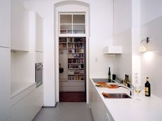 S.Drei Architektur / / Appartement 8 / Innenausbau / best architects award Apartment Kitchen, Kitchen Interior, Kitchen Decor, Kitchen Dining, Mini Loft, Cottage Kitchens, Home Kitchens, Modern Kitchens, Kitchen Modern