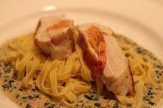 Chicken breast - Hühnerbrust auf Schnittlauchsauce Spaghetti, Meat, Ethnic Recipes, Food, Food And Drinks, Food Food, Recipies, Essen, Meals