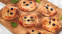 Mini Winnie the Pooh Pizzas Mini Pizzas, Cute Food, Yummy Food, Pizza Food Truck, Chats Recipe, Grilled Pizza Recipes, Disney Inspired Food, Cooking With Kids Easy, Picky Eaters Kids
