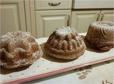 Kleine Kakao-Erdmandel-Gugelhupfe Kakao, Muffin, Bread, Breakfast, Food, Vegane Rezepte, Kuchen, Morning Coffee, Brot