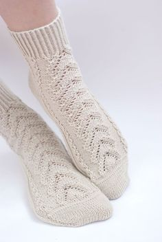 Hand knitted women fishnet Socks beige rustic white merino wool green for her Crochet Socks, Crochet Jacket, Knitting Socks, Hand Knitting, Knitted Beret, Knitted Slippers, Knitted Gloves, Beige Socks, Merino Wool Socks