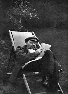 Vladimir Lenin (1870–1924) in Gorki. 1922.
