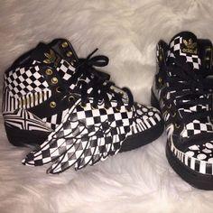 finest selection 4d5c4 fe4df Jeremy Scott x Adidas Shoes   Jeremy Scott Adidas Sz 4y   Color   Black White   Size  4bb