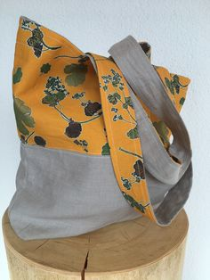 Bag made of my Alchemilla fabric. Pressed plants from Mürren, Lauterbrunnen Valley. By Sabina Kulicka, Herbal Things Living Styles, Bag Making, Fabric Design, Herbalism, Tote Bag, Plants, Bags, Home Decor, Souvenir