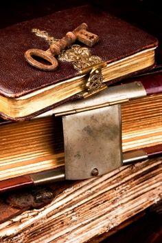 quietdaemon:  Unlock my secrets, ~ fall under my words' spellsong ~ as I fill your dreams QD #haiku
