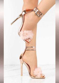 As mulheres e os sapatos. - Sapatos têm a ver com o empoderamento feminino. Shoes have to do with female empowerment. Fancy Shoes, Pretty Shoes, Beautiful Shoes, Cute Shoes, Stilettos, Pumps Heels, Stiletto Heels, High Heels, Cooler Look