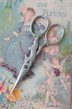 rabbit scissors, see original antique om http://www.sewuniquelyantique.com                                                                                                                                                      More