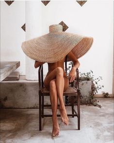 Chic Straw Hats for Summer When it comes to summer put a hat on it Beauty Care Routine, Booty Goals, Custom Made Clothing, Creative Portraits, Boudoir Photos, Fashion Photography, Lifestyle, Straw Hats, Helmut Newton