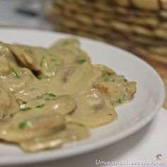 Veal roast with champignons-Arrosto di vitello con champignons Veal roast with champignons - Meat Recipes, Cooking Recipes, Healthy Recipes, My Favorite Food, Italian Recipes, Roast, Easy Meals, Food And Drink, Yummy Food